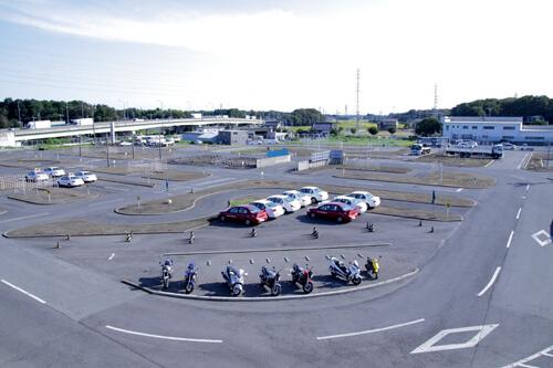 【通学】準中型車(所持免許なし)(写真はイメージです)