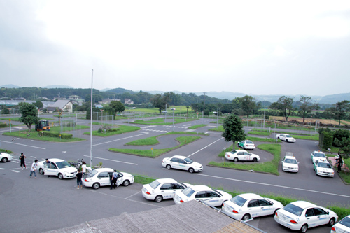 【通学】中型一種 (普通車AT所持)(写真はイメージです)