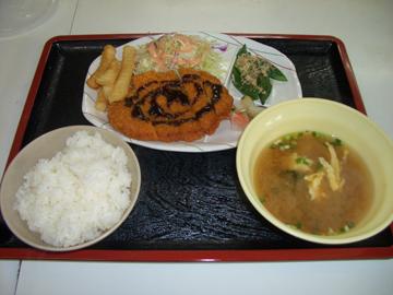 沖縄県・北丘自動車学校・食事例