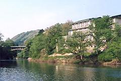 横手自動車学校・湯川温泉ホテル対滝閣