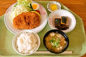 岡山県・勝英自動車学校・食事例