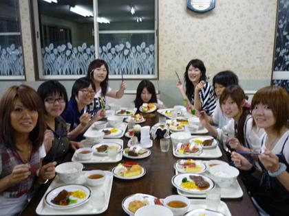 食事中の風景